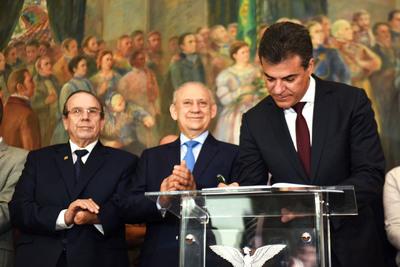 O governador destacou que sua viagem tem como meta o fortalecimento das relações internacionais no Paraná e a abertura de novas parcerias e de investimento estrangeiro no Estado Foto: Ricardo Almeida / ANPr