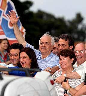 Pedro Wosgrau Filho (PSDB), na comemoração da reeleição em Ponta Grossa (PR), em 2008. Imagem:Henri Milleo/Gazeta do Povo/Futura Press