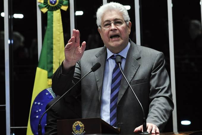 politica-senado-roberto-requiacc83o-20160829-014