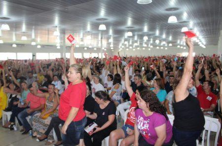 Em assembleia realizada neste sábado (11), professores decidiram aderir às mobilizações nacionais. (foto: APP-Sindicato)