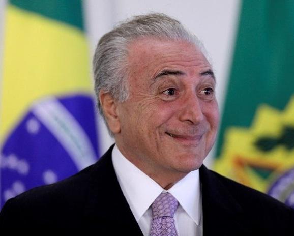 Temer-rindo-do-brasileiro